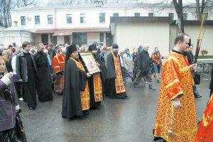 В Свято-Покровском монастыре встретили икону великомученика Пантелеимона