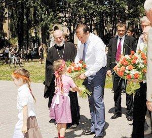 Освящен новый сквер возле Александровского храма г.Харькова