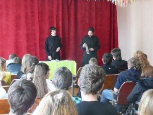 Учащиеся ХДС провели  уроки в школах Харькова
