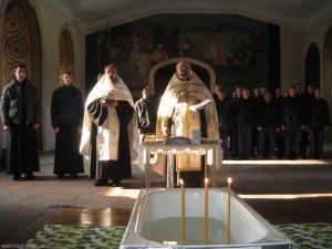 Воспитанники Куряжской колонии приняли таинство крещения