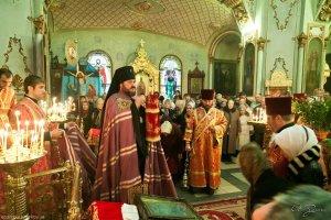 Архиепископ Онуфрий совершил Божественную литургию  в Александро-Невском храме г.Харькова