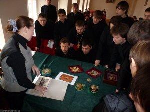 В семинарии прочитана лекция об истории литургических тканей Православной церкви