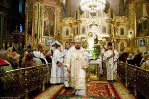 Вечером в день Святой Пасхи духовенство поздравило архипастыря