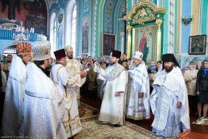 В Неделю 2-ю по Пасхе архиепископ Онуфрий совершил Божественную литургию в Озерянском храме г. Харькова