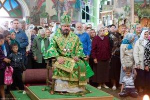 В День Святого Духа архиепископ Онуфрий совершил богослужение в Свято-Троицком храме г.Харькова