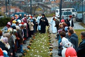 В день престольного праздника архиепископ Онуфрий совершил литургию в Архангело-Михайловском храме г. Краснокутск