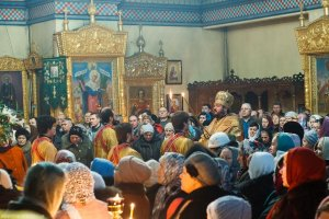 В день престольного праздника архиепископ Онуфрий совершил Литургию вТрехсвятительском храме г. Харькова