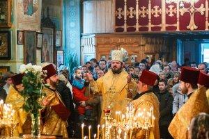 В неделю 36-ю по Пятидесятнице  архиепископ Онуфрий совершил Литургию  в Петро-Павловском храме г. Харькова