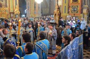 Архиепископ Онуфрий возглавил богослужение праздничного дня Похвалы Пресвятой Богородицы