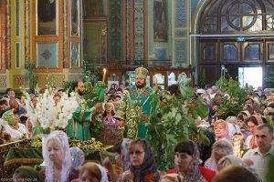 Архиепископ Онуфрий совершил литургию в день Святой Троицы