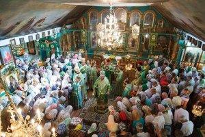 Архиепископ Онуфрий совершил Литургию вг.Пивденное  и благословил строительство новых храмов