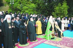 Архиепископ Онуфрий принял участие вмолебненаВладимирской Горке