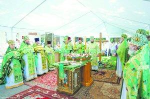 В праздник обретения мощей преподобного Сергия Радонежского архиепископ Онуфрий совершил Литургиюв храме 2000-летия РождестваХристова