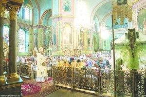 В неделю 2-ю по Пятидесятнице,всех русских святых, Рождество Иоанна Крестителя архиепископ Онуфрий совершил Литургию в Благовещенском соборе