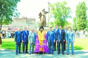 В честь 1025-летия Крещения Руси вХарькове установлен памятник апостолуАндрею Первозванному