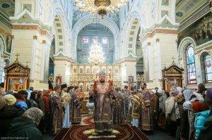 В праздник Воздвижения Креста Господня архиепископ Онуфрий совершил Литургию  в Свято-Покровском монастыре