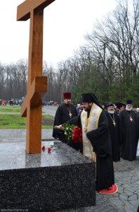 Архиепископ Онуфрий  совершил поминовение наМемориале Славы