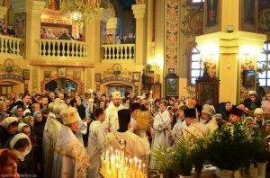В праздник Собора Архистратига Михаила архиепископ Онуфрий совершил Литургию в храме священномученика Александра г. Харькова