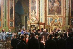Литургия в Свято-Благовещенском соборе  в праздник Введения во храм ПресвятойБогородицы