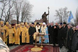 Молебен у памятника апостолу АндреюПервозванномувчесть уходящего юбилейногогода 1025-летияКрещения Руси