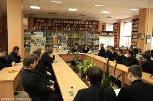 Посещение учащимися семинарии выставки в библиотеке