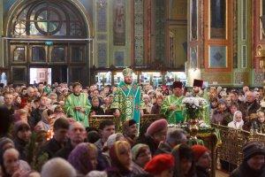 В праздник Входа Господня вИерусалим митрополит Онуфрий совершил Литургию вСвято-Благовещенском соборе