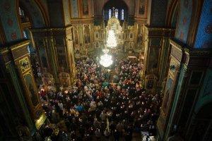 Митрополит Онуфрий совершил вечернее богослужение счтением 12-ти Страстных Евангелий вВеликийЧетверг