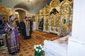 Митрополит Онуфрий совершил заупокойное богослужение у могилы митрополита Никодима(Руснака)