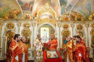 В годовщину архиерейской хиротонии митрополит Онуфрий совершил Литургию вдомовом храме Архиерейской резиденции