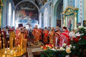 В Неделю 2-ю по Пасхе митрополит Онуфрий совершил Литургию в Свято-Озерянском храме г.Харькова