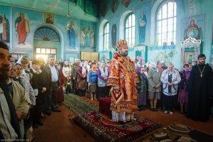 Совершение литургии в Свято-Георгиевском храме г. Харькова в Неделю 3-ю по Пасхе