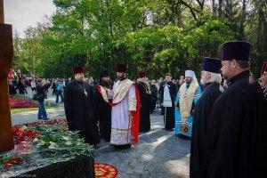 Участие в церемонии на Мемориале Славы вДень Победы