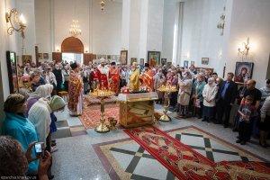 Совершение литургии в Свято-Владимирском храме г. Харькова в Неделю 4-ю по Пасхе