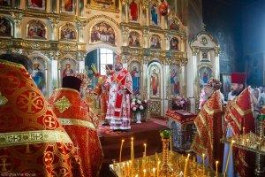 В Неделю 6-ю по Пасхе митрополит Онуфрий возглавил торжества 20-летия  Свято-Благовещенского храма  г. Красноград