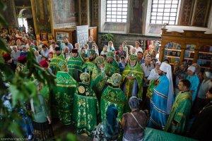 В день Святого Духа митрополит Онуфрий совершил Литургию в Свято-Троицком храме г. Харькова