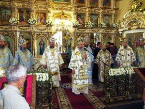 В юбилей обретения Песчанской иконы Божией Матери митрополит Онуфрий принял участие вторжествах Изюмской епархии