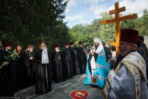 В день города Харькова митрополит Онуфрий совершил заупокойную литию на Мемориале Славы