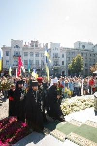 В день Независимости Украины митрополит Онуфрий возложил цветы у памятника Т.Г. Шевченко