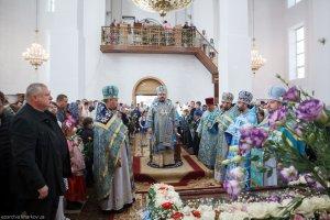 В праздник Рождества Божией Матери митрополитОнуфрий совершил Литургию  в храме в честь Софии, Премудрости Божией в г. Харькове