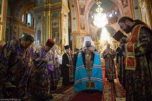 Накануне праздника Воздвижения Креста Господня  митрополит Онуфрий совершил всенощное бдение вСвято-Благовещенском соборе