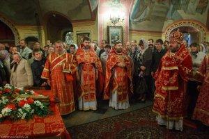 В день Воздвижения Креста Господня митрополит Онуфрий совершил Литургию в Крестовоздвиженском храме Покровского монастыря