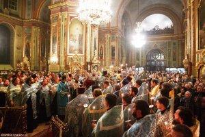 Накануне праздника Озерянской иконы  Божией Матери митрополит Онуфрий  совершил всенощное бдение  в Свято-Благовещенском соборе