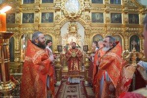 В день престольного праздника митрополит Онуфрий совершил  Литургию в Свято–Александро–Невском храме г. Харькова