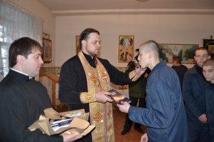В Куряжской исправительной колонии совершены Таинства Крещения, Покаяния и Причастия