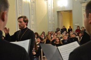 Хор Харьковской духовной семинарии выступил с благотворительным концертом на выставке икон в Харьковском Доме ученых