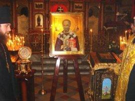 В Свято-Покровский монастырь г. Харькова прибыли святые мощи и икона святителя Николая Чудотворца