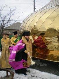 Освящены  крест и купол для установки над Свято-Покровским  храмом пос. Основа г. Харькова