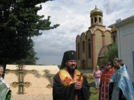 На храме в пос. Хорошево Харьковского р-на установлены кресты.