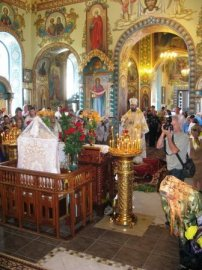 Освящен обновленный Свято-Покровский храм пос. Безлюдовка