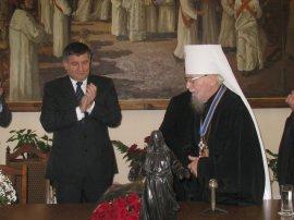 Губернатор Харківської області вручив митрополиту Харківському і Богодухівському орден Ярослава Мудрого